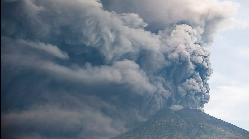 agung-mount-bali-volcano-eruption-pic4