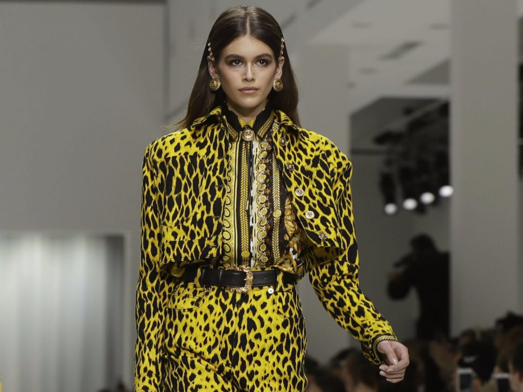 kaia-gerber-versace-milan-fashion-photo