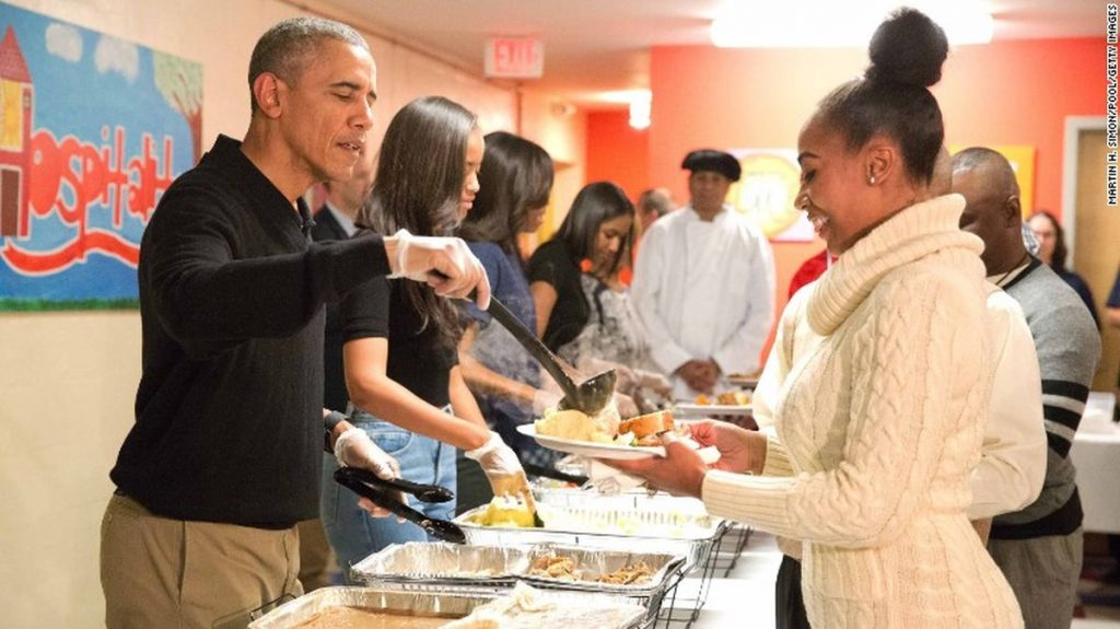 obama-thanksgiving-serving-homeless-food-pic
