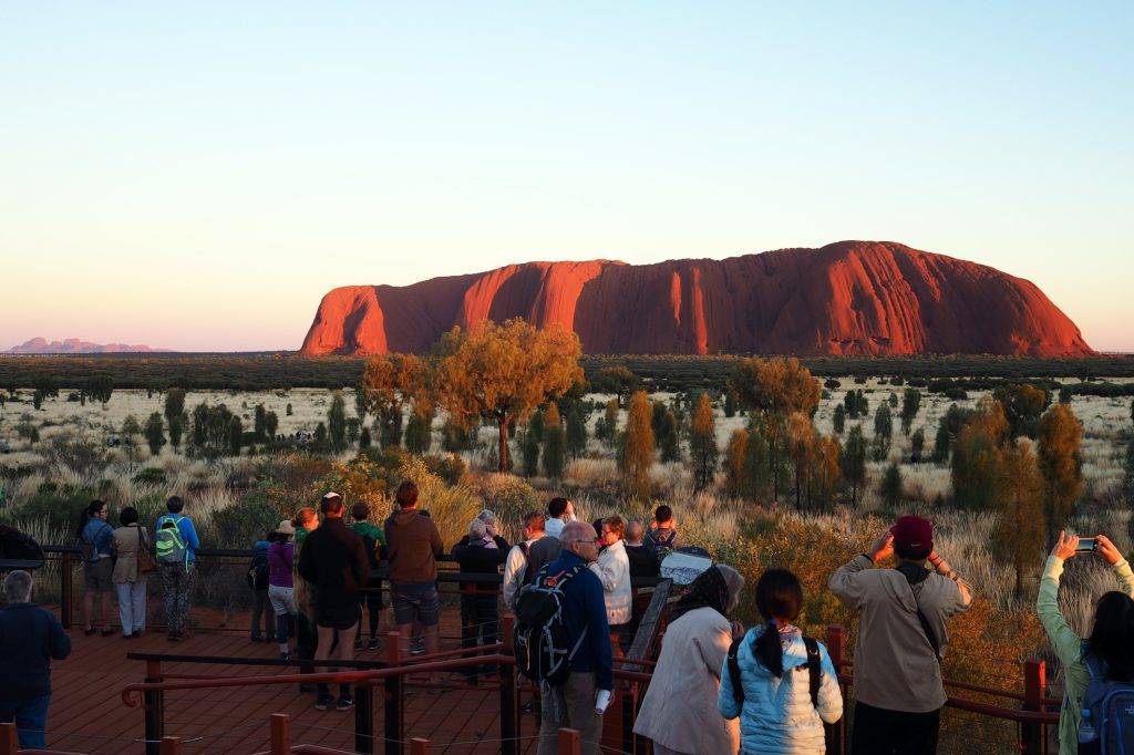 Australia-Urulu-rock-tourists-photo