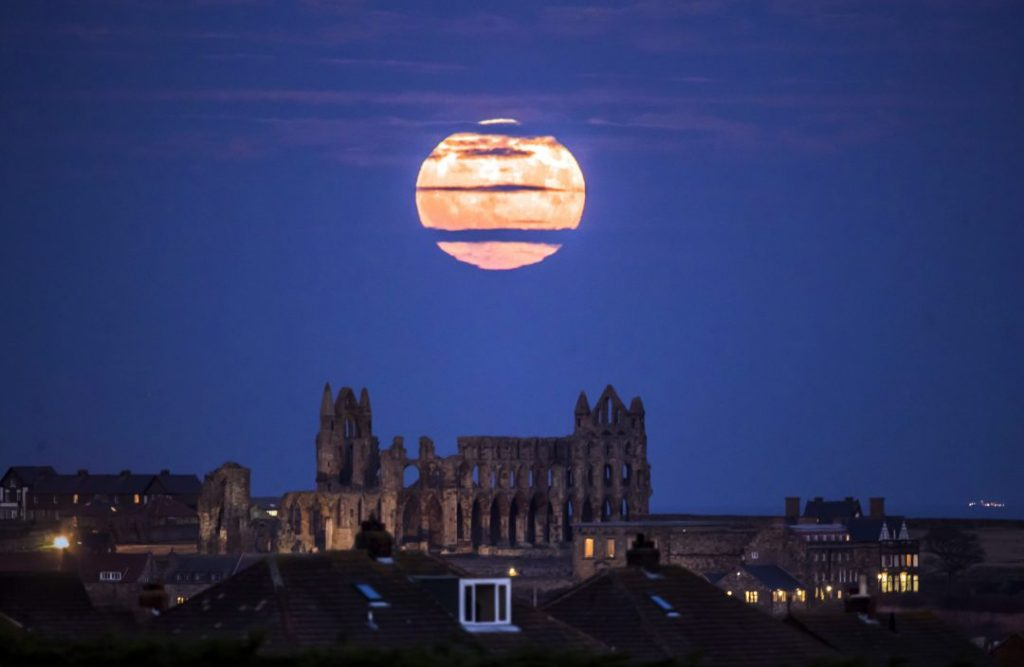 Whitby-Abbey-England-supermoon-2017-photo