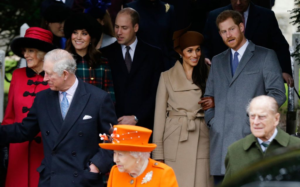 royal-family-uk-christmas-markle-photo