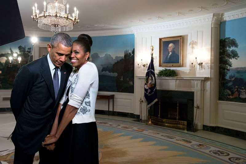 barack-obama-michelle-love-story-sweet-photo