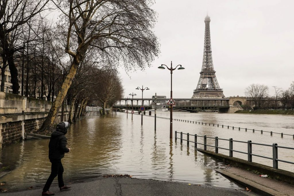 flood-paris-seine-pic