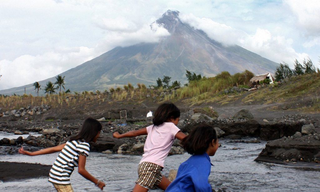 volcano-philippines-alert-photo