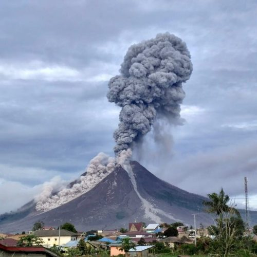 Mount-Sinabung-volcano-eruption-photo