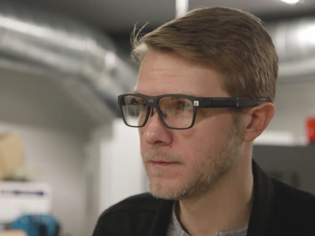 intel-smart-glasses-photo