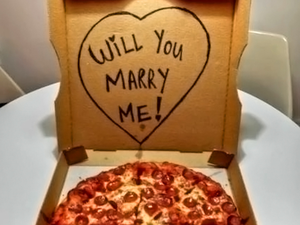 pizza-proposal-will-you-marry-me-photo