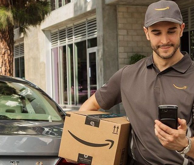 Amazon-Key-in-car-delivery-photo