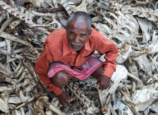 Indian Bone Collectors You've Never Heard About - Why Does Whole Nation Disrespect Them?