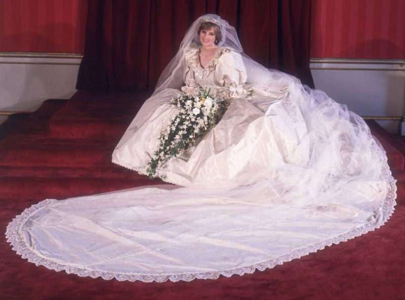 princess-diana-wedding-dress-photo