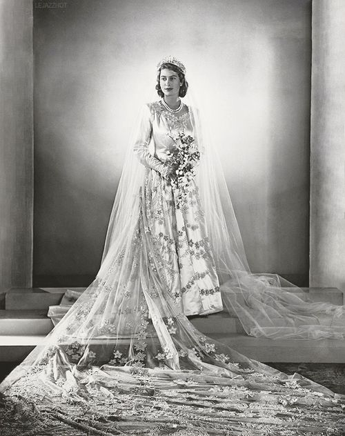 queen-elizabeth-wedding-dress-photo