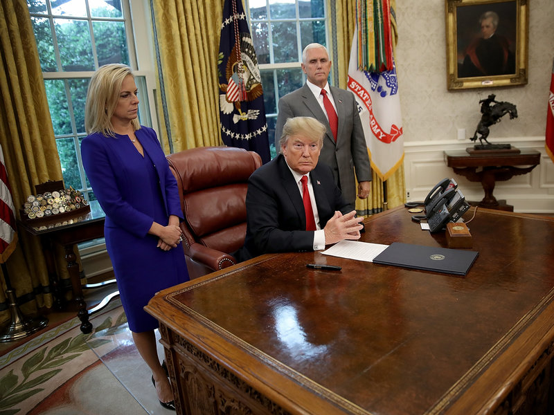 Trump-Signs-order-border-family-pic