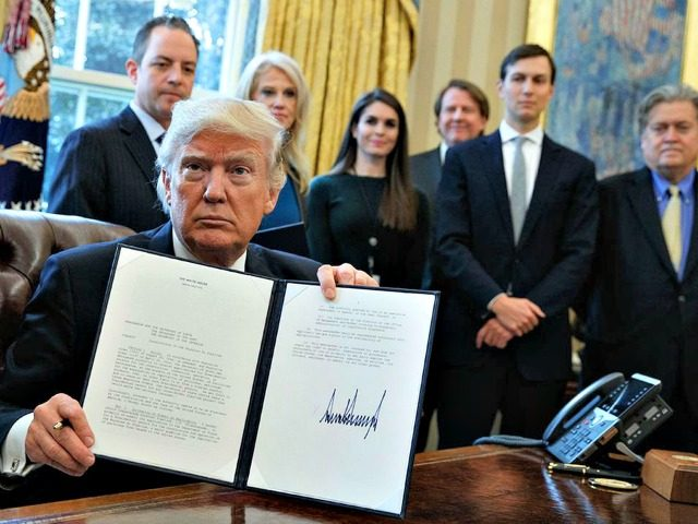 Trump-Signs-order-border-family-photo