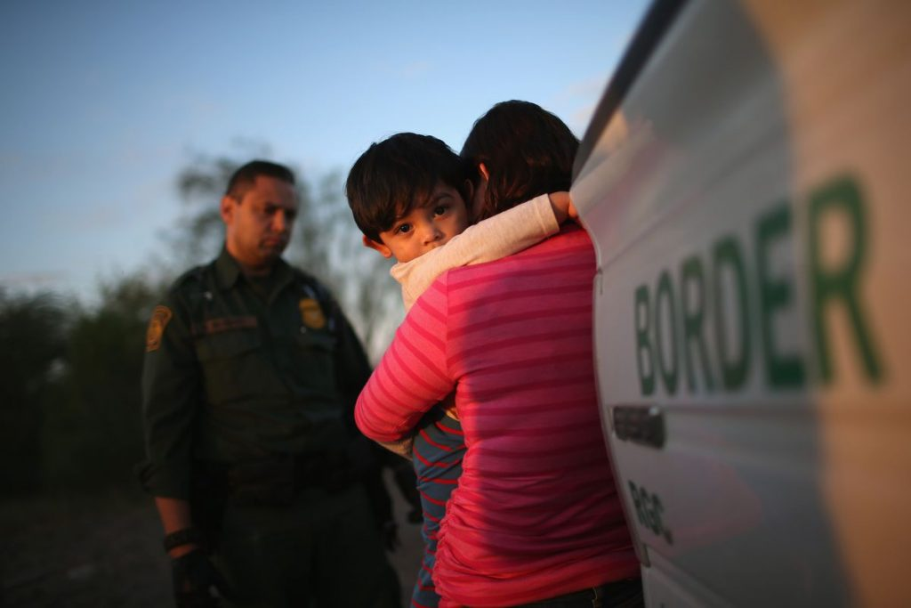 border-family-separation-photo