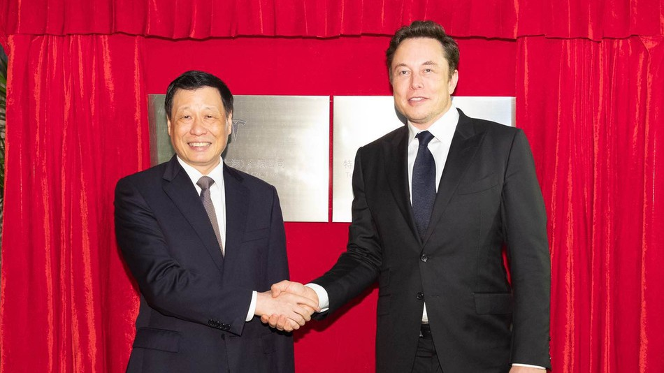 elon-musk-china-tesla-factory-pics