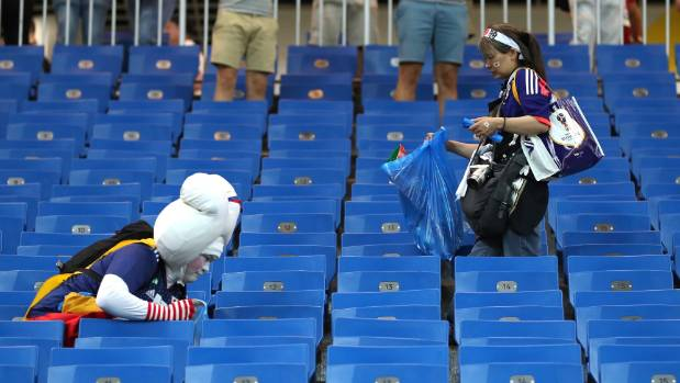 japan-fifa-world-cup-cleaning-pics