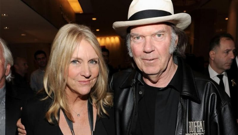 neil-young-daryl-hannah-secret-wedding-pics