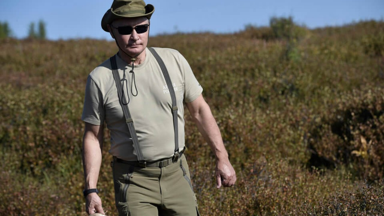 Vladimir Putin S Summer Vacation To Siberia See Where Other World Leaders Are Spending Their Summer Holidays Photos