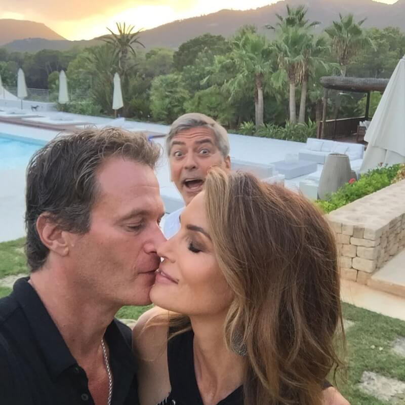 Epic-Celebrity-Photobombs-photo