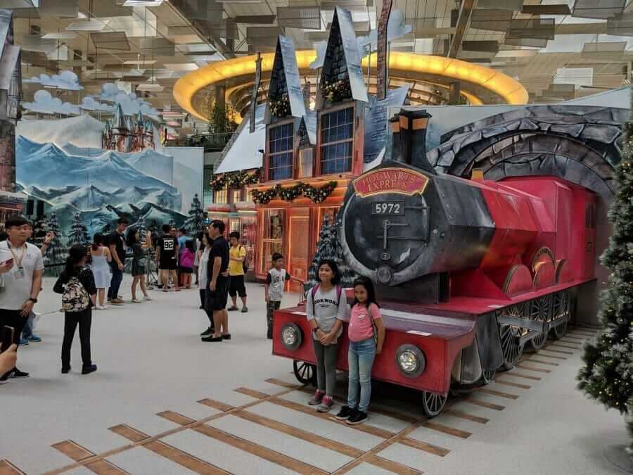 'Harry Potter Wonderland': Holiday Season Has Started with Magical Changi Airport Decorations in Singapore