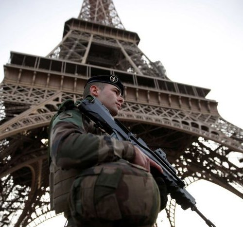 france-closes-eiffel-tower-pics