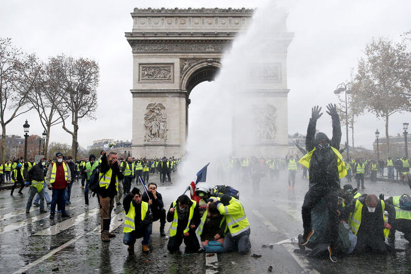 France Fuel Riot Turns Violent: Who Are 'Yellow Vest' Protesters and What Do They Want (See Devastating Pictures of Damaged Paris)