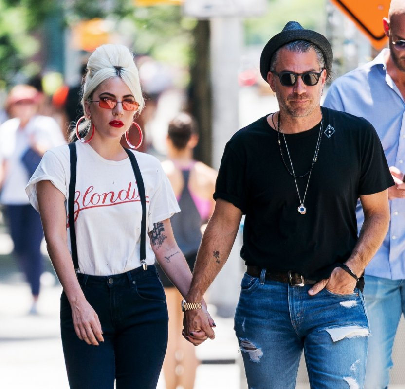 bredley-cooper-lady-gaga-relationship-photo