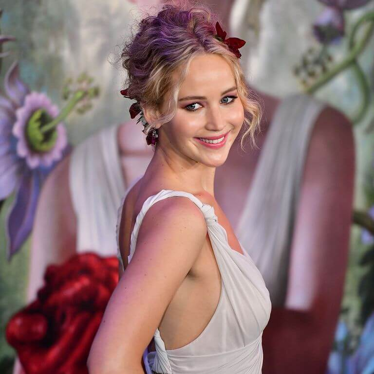 jennifer-lawrence-engaged-photo