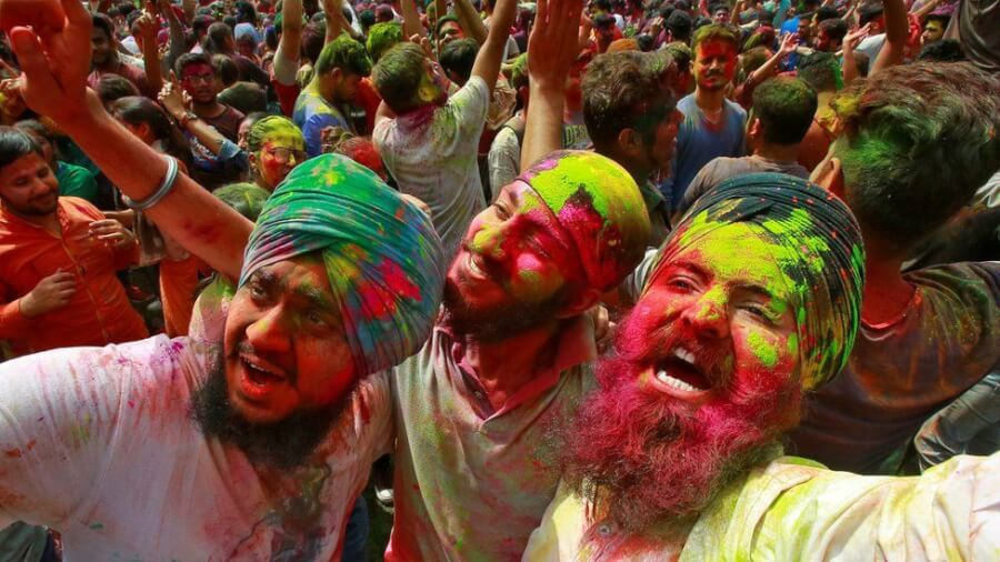 7 Best Pictures of Hindus Across India and Nepal Celebrating Festival of Colors 2019