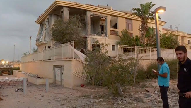 israel-rocket-hits-house-pic