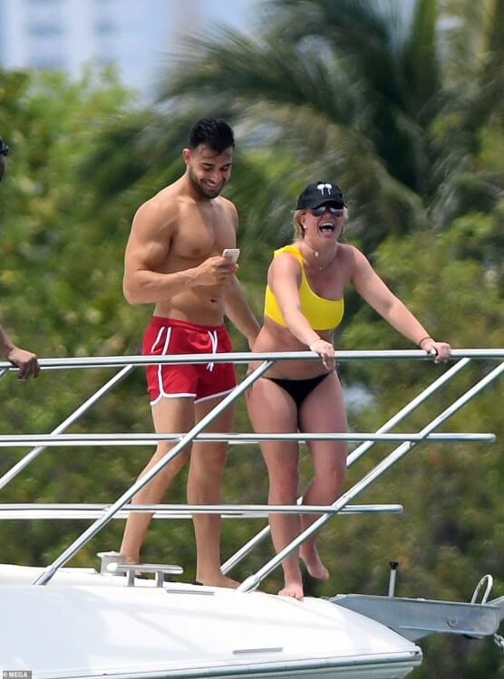 britney-spears-bikini-photo