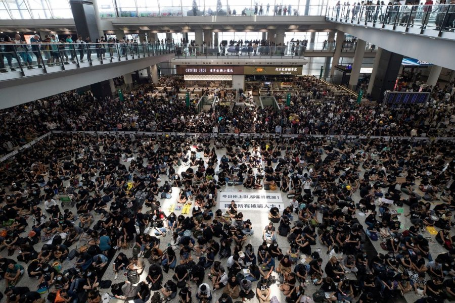 hong-kong-protests-airport-military-pic
