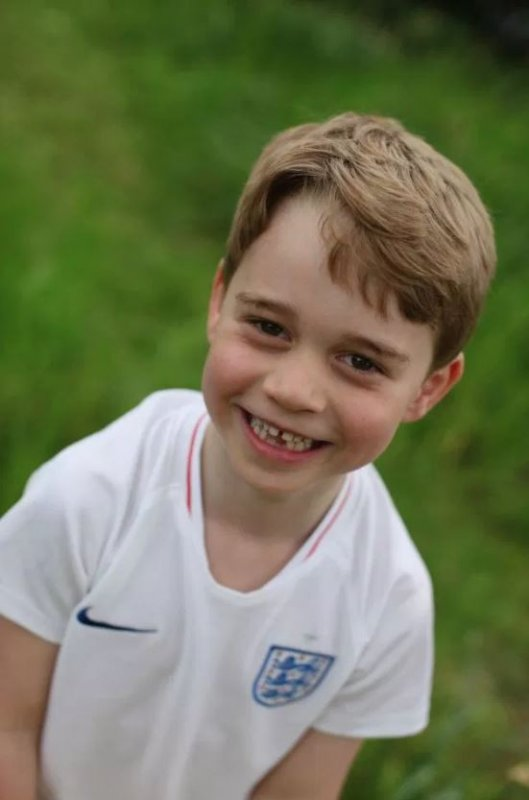Kate Middleton Releases NEW Prince George Adorable Photos - Happy 6th Birthday, Young Royal!