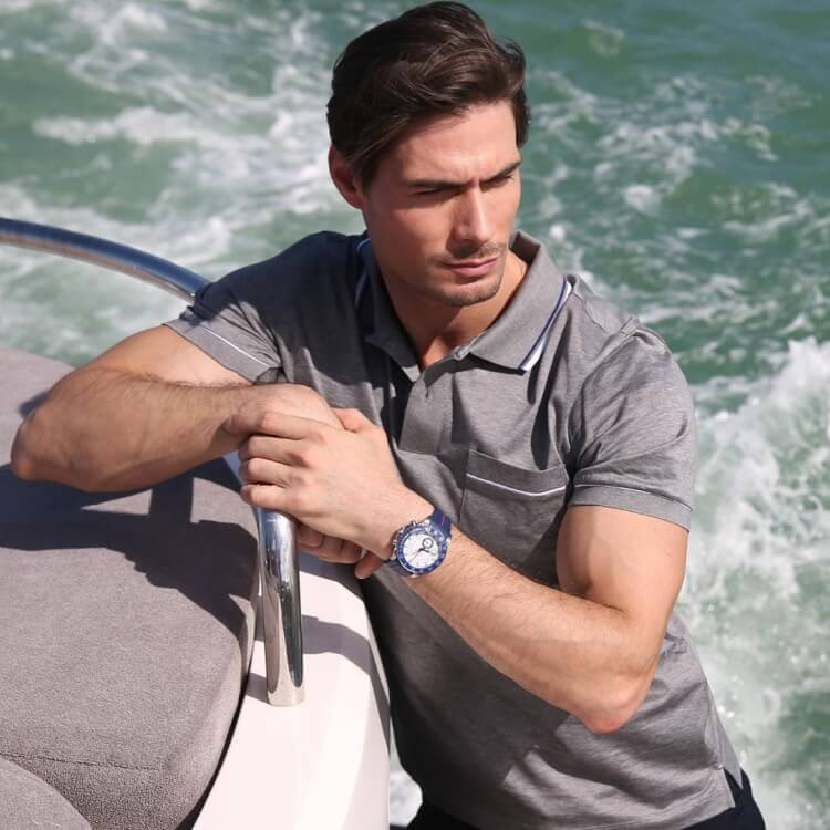 man-with-beautiful-watch-photo