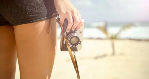 girl-with-vintage-camera-pic