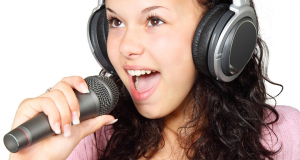 girl-singing-in-microphone-photo