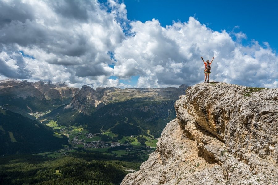 person-on-the-top-of-the-mountain-photo