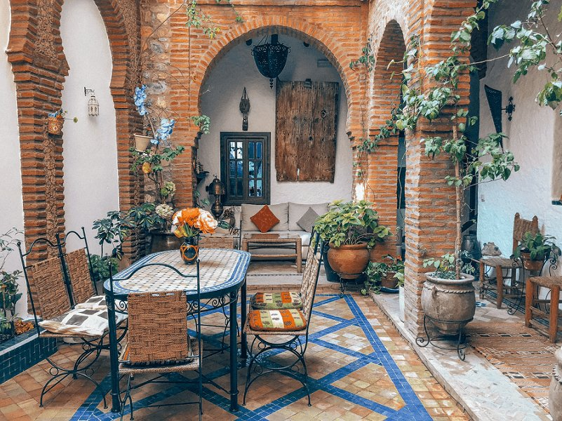 raised-brick-patio-photo