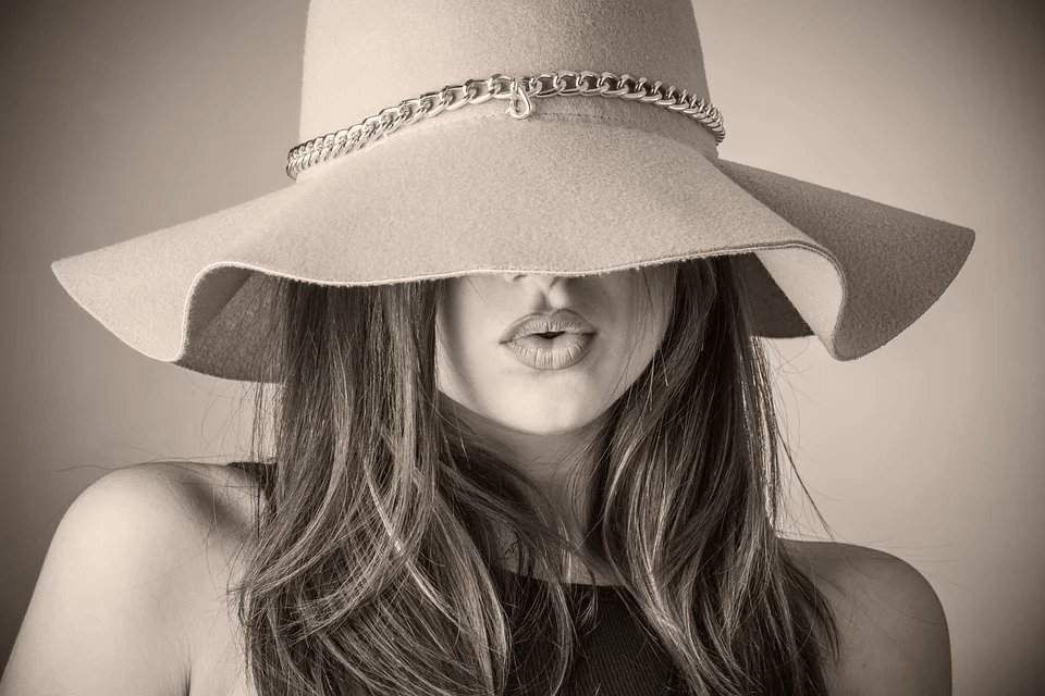 beautiful-woman-hat-photo