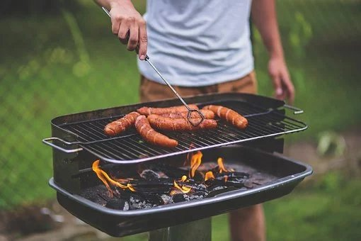 guy-drilling-bbq-photo