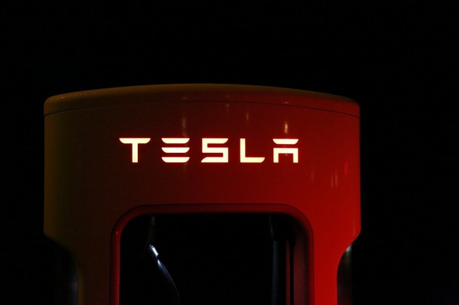 tesla-battery-supercharger-photo