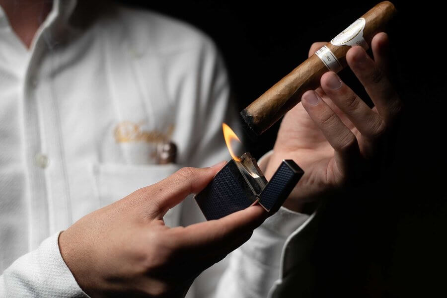 lighting-cigar-photo