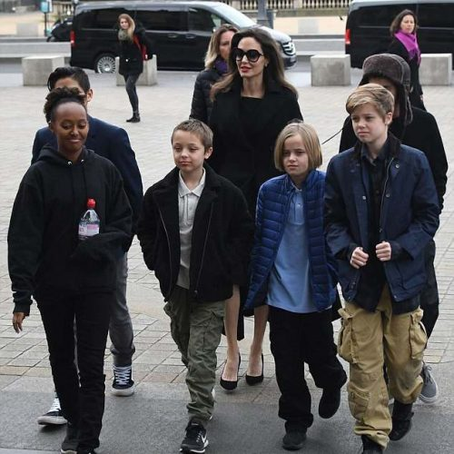 angelina-jolie-with-kids-pics