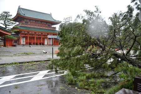 typhoon-jebi-japan-photo
