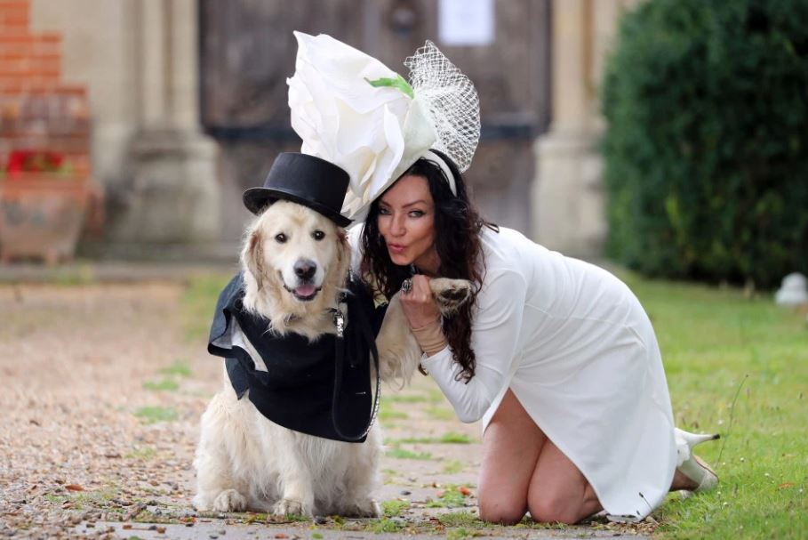 elizabeth-hoad-marry-dog-photo