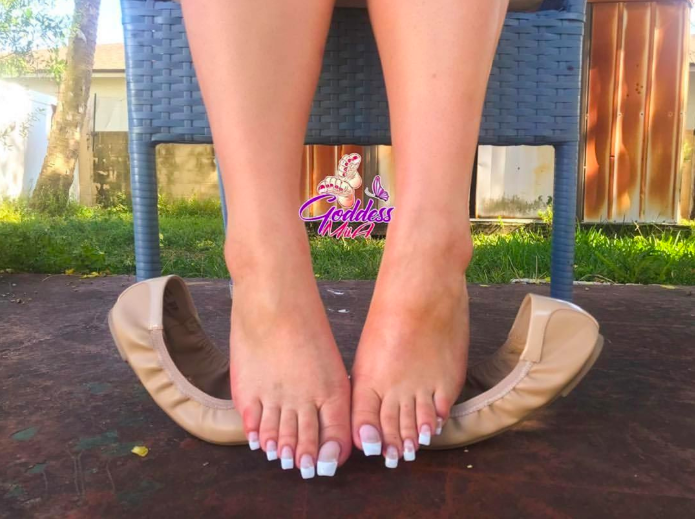 pedicure-long-Toenails-fake-weird-ideas-photo