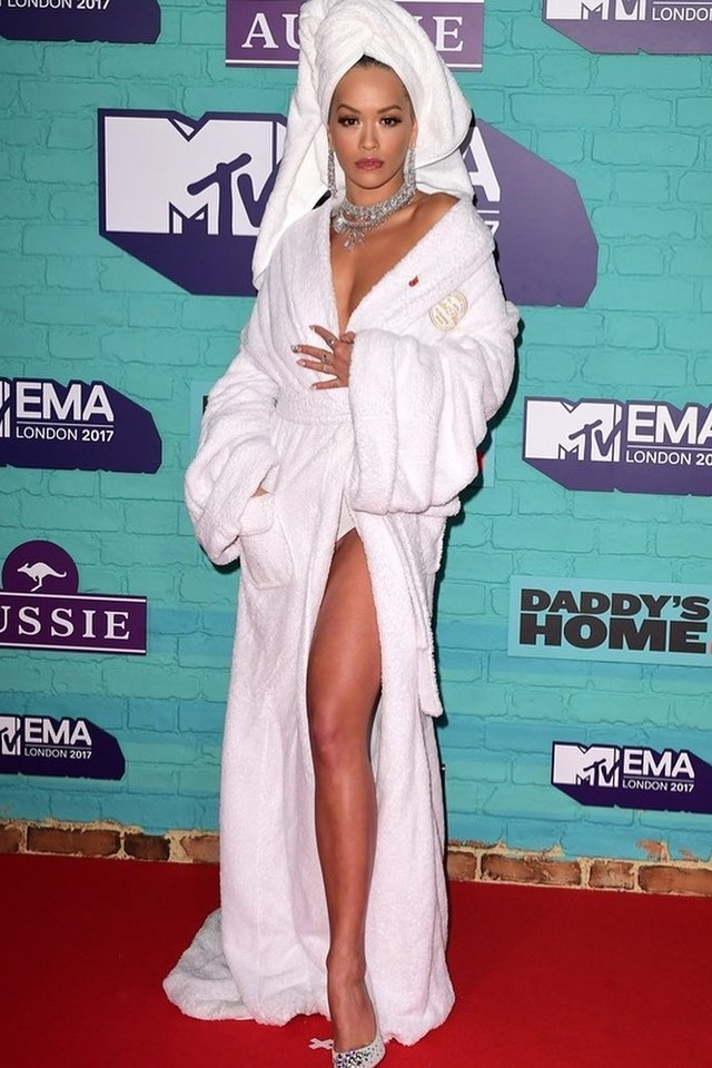 celebrities-crazy-outfits-photo