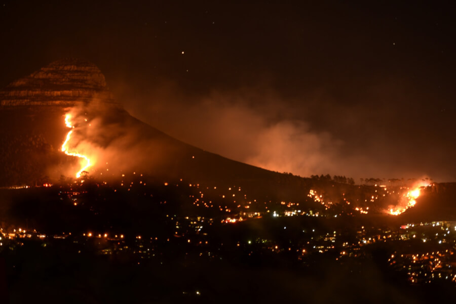 lions-head-fire-cape-town-photo