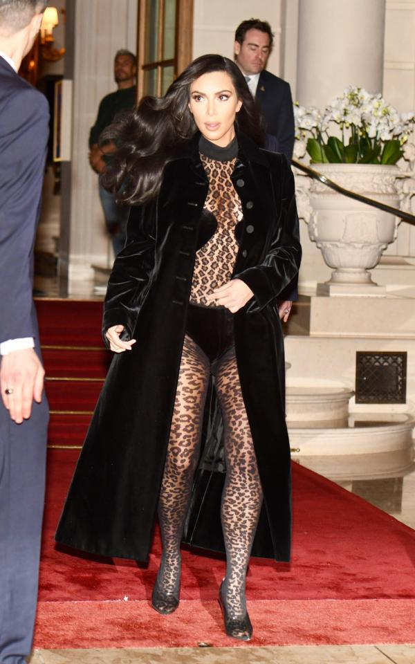 kardashian-transparente-paris-photo